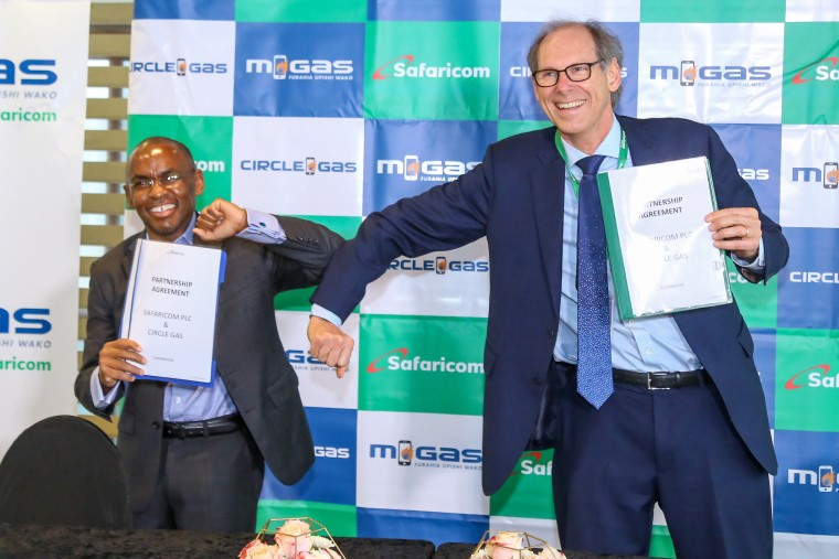 Volker Schultz and Peter Ndegwa sign collaboration agreement