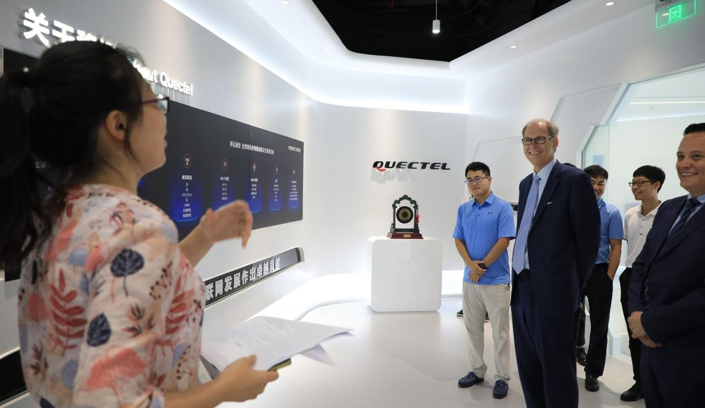 Leaders from Zhilang Technology receive guided tour of Quectel Headquarters